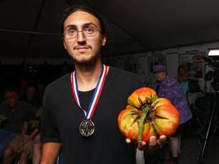 Peter Notarnicola of Massapequa wins the biggest tomato