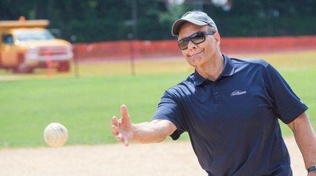 Former New York Yankees manager Joe Torre throws