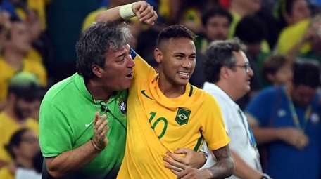 Brazil's forward Neymar (C) celebrates scoring the winning