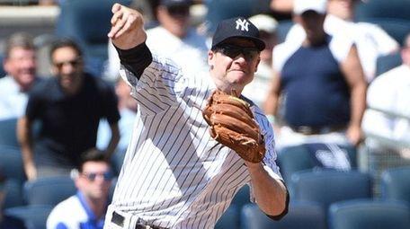 New York Yankees third baseman Chase Headley forces