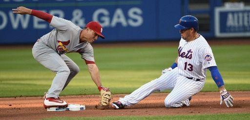 New York Mets shortstop Asdrubal Cabrera is tagged