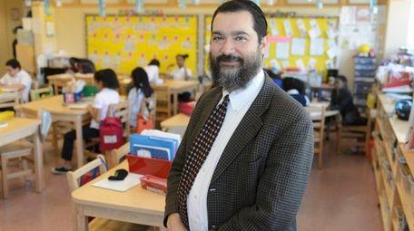 Shimon Waronker advocates an education model that emphasizes