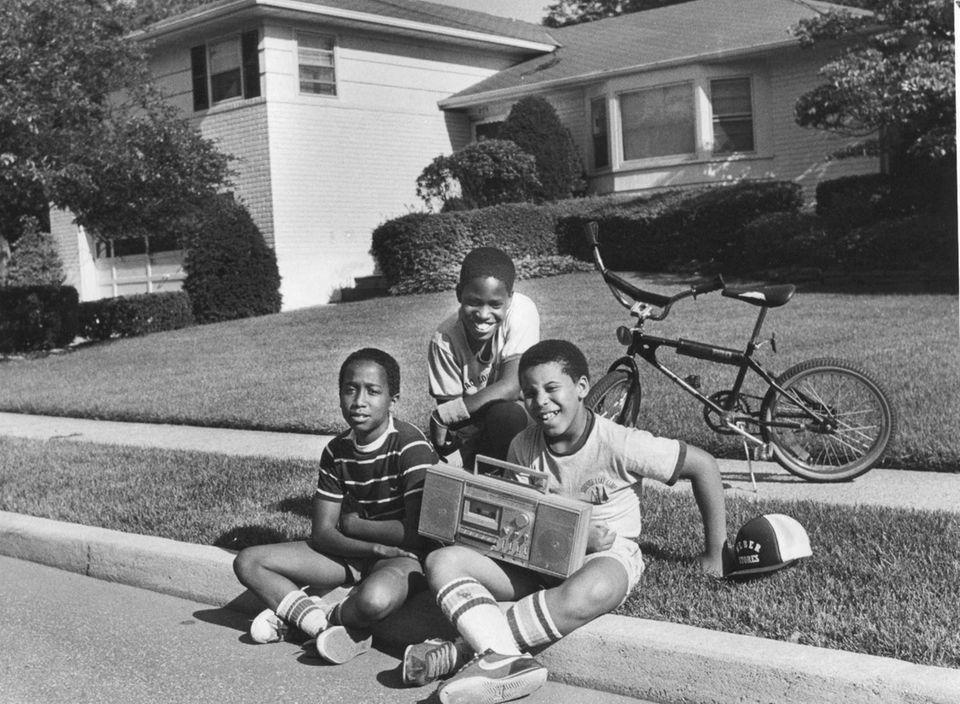 Titus Simeonao, Alfonzo Hilton and Sean Kay pose