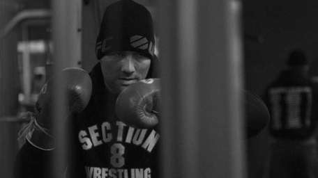 Chris Weidman prepares during UFC 187 fight week