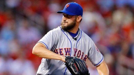 New York Mets starting pitcher Jonathon Niese winds