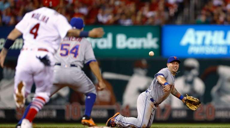 New York Mets shortstop Asdrubal Cabrera flips the