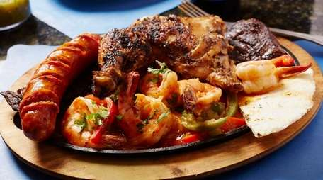 Bandeja con sabor a Columbia with beef, shrimp,