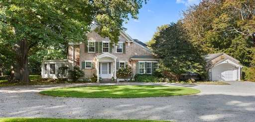 This 4,347 square-foot Southampton home has six bedrooms