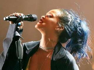Rihanna will receive the Michael Jackson Video Vanguard