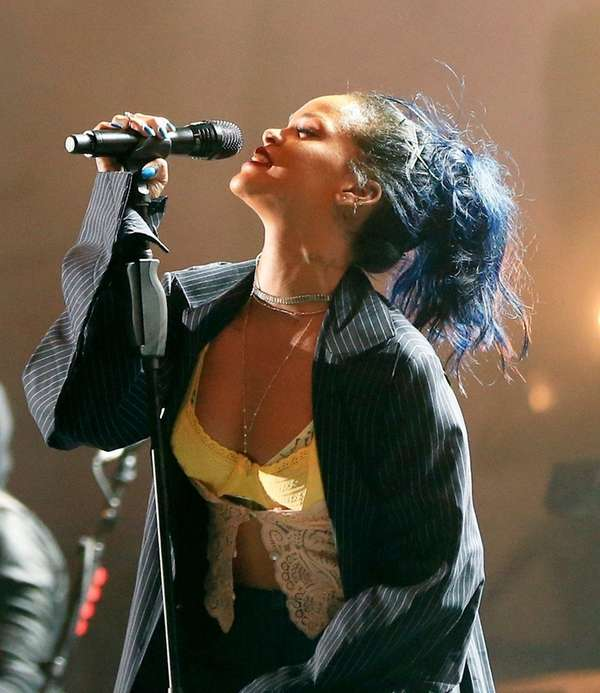 Rihanna will receive the Michael Jackson Video Vanguard