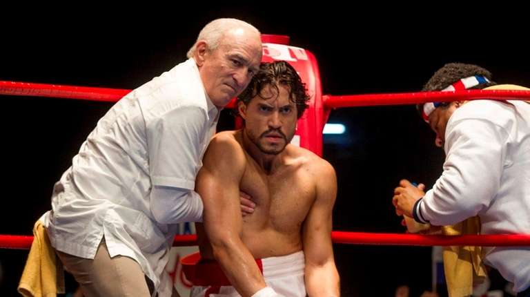 Robert De Niro, left, and Édgar Ramírez make