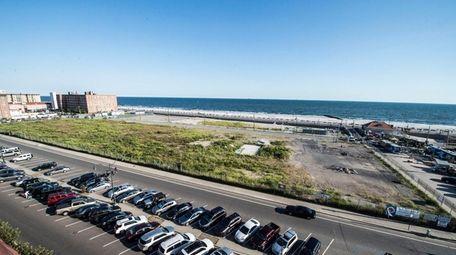 Parcel between Long Beach and Riverside boulevards in