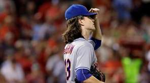 New York Mets starting pitcher Jacob deGrom, right,