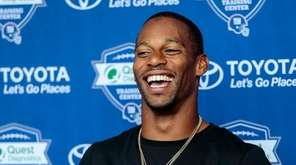 Giants wide receiver Victor Cruz addresses the media