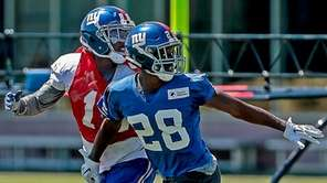 Eli Apple of the Giants covers Darrius Powe