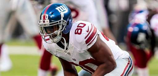 Victor Cruz of the Giants stretches during warm
