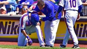 New York Mets manager Terry Collins (10) looks