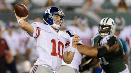 New York Giants quarterback Eli Manning (10) during