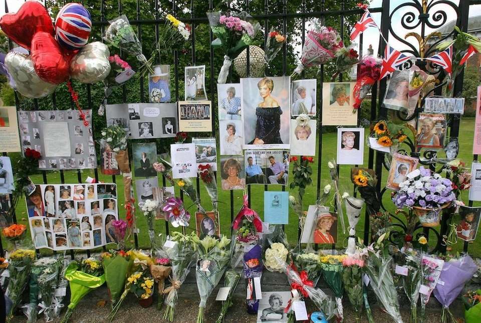 Tributes line the gates of Kensington Palace in