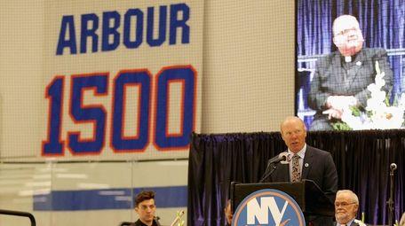 New York Islanders former center Butch Goring addresses