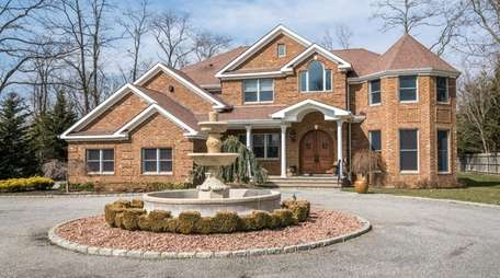 This Kings Park Colonial, listed for $979,000 in