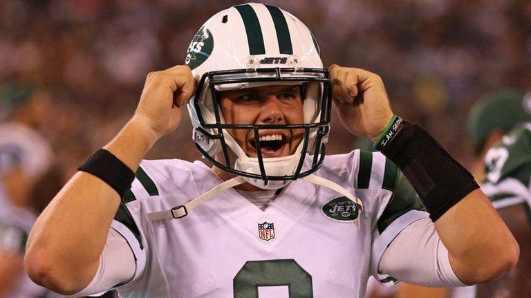 New York Jets quarterback Bryce Petty gets ready