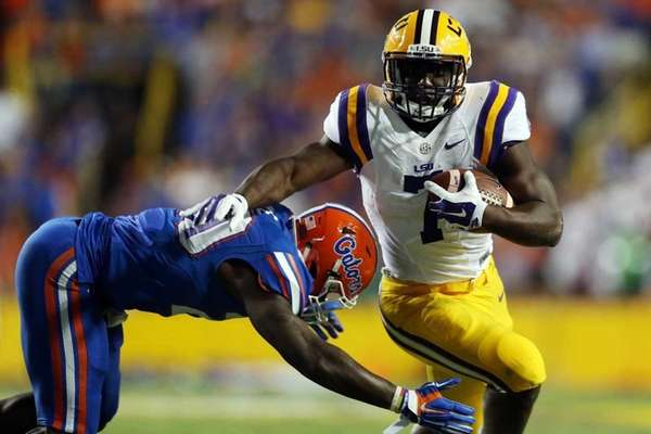 Leonard Fournette of the LSU Tigers runs for
