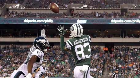 New York Jets' Robby Anderson (83) pulls in