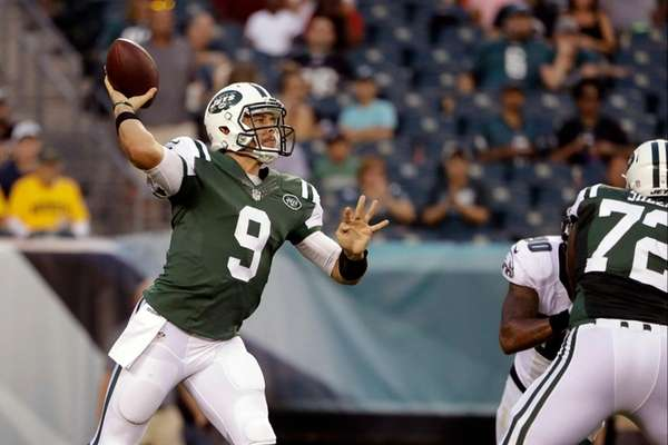 Bryce Petty throws a pass in the first