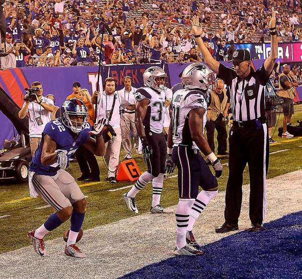 Roger Lewis Jr. of the Giants celebrates his