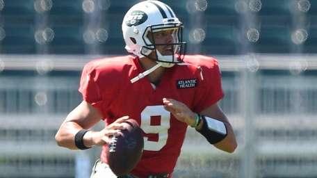 New York Jets quarterback Bryce Petty participates in