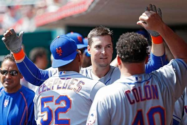 Kelly Johnson of the Mets celebrates with teammates