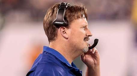 Giants coach Ben McAdoo on the sideline during