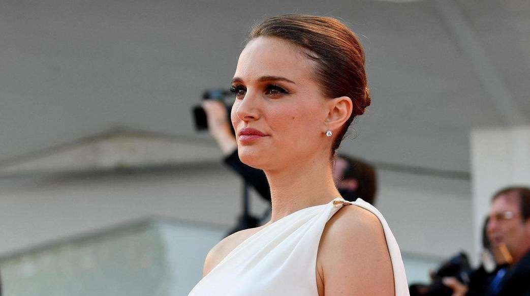 Natalie Portman sparked speculation that she is expecting