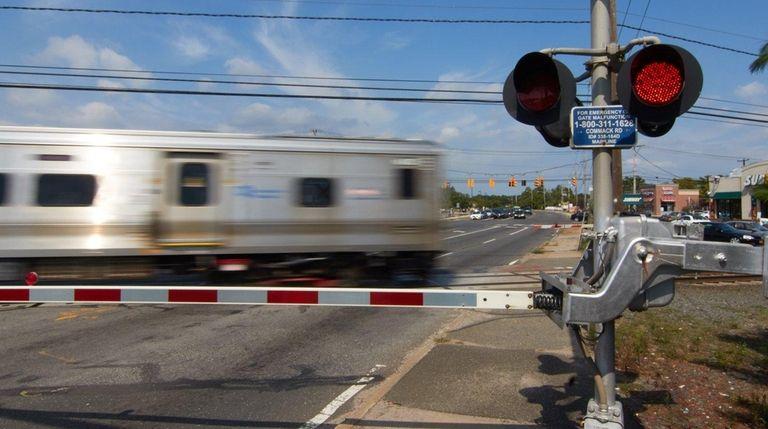 A Long Island Railroad crossing at Commack Road