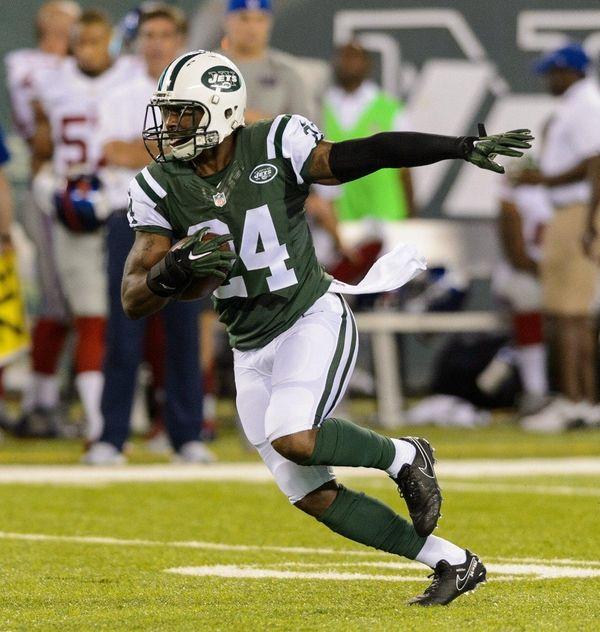 New York Jets cornerback Darrelle Revis returns an
