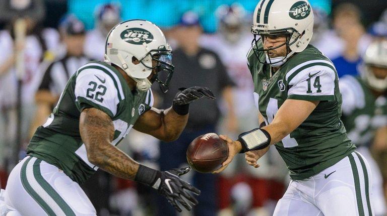 New York Jets quarterback Ryan Fitzpatrick (14) hands