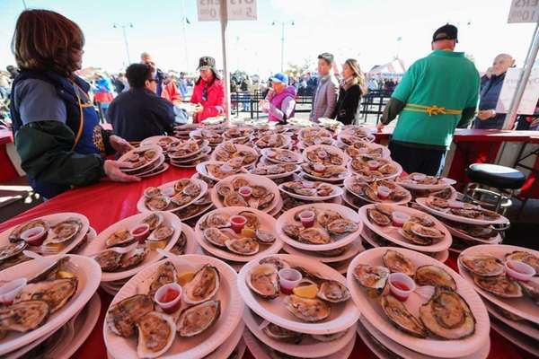 Oysters plated for sale during the 2015 Oyster