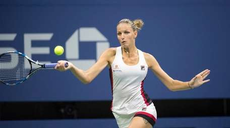 Karolina Pliskova hits a forehand against Serena Williams