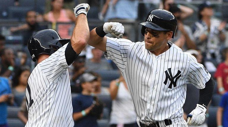 New York Yankees left fielder Brett Gardner greets