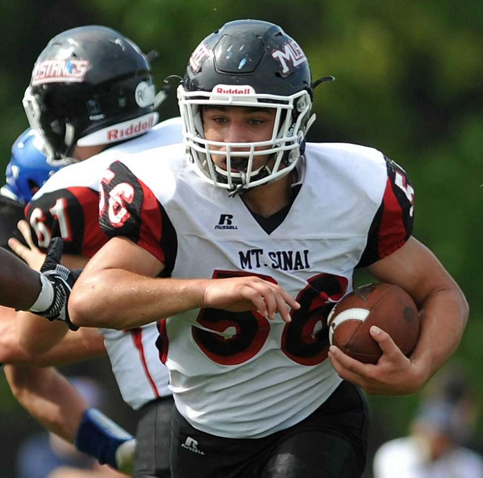 Mike Sabella #56 of Mount Sinai rushes for