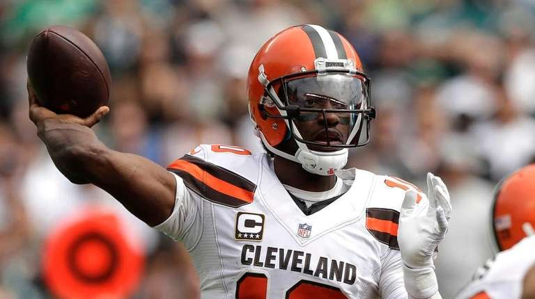 Cleveland Browns' Robert Griffin III passes during the