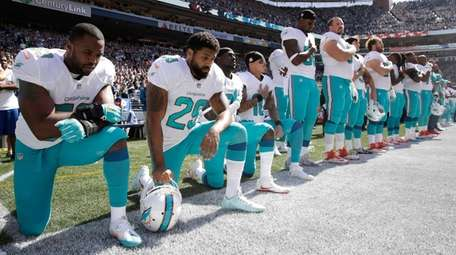 From left, Miami Dolphins' Jelani Jenkins, Arian Foster,