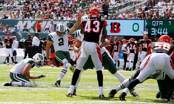 Nick Folk of the New York Jets misses