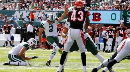 Nick Folk of the New York Jets misses