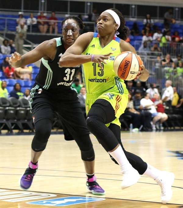 Skylar Diggins helps Wings avoid late collapse over Liberty | Newsday