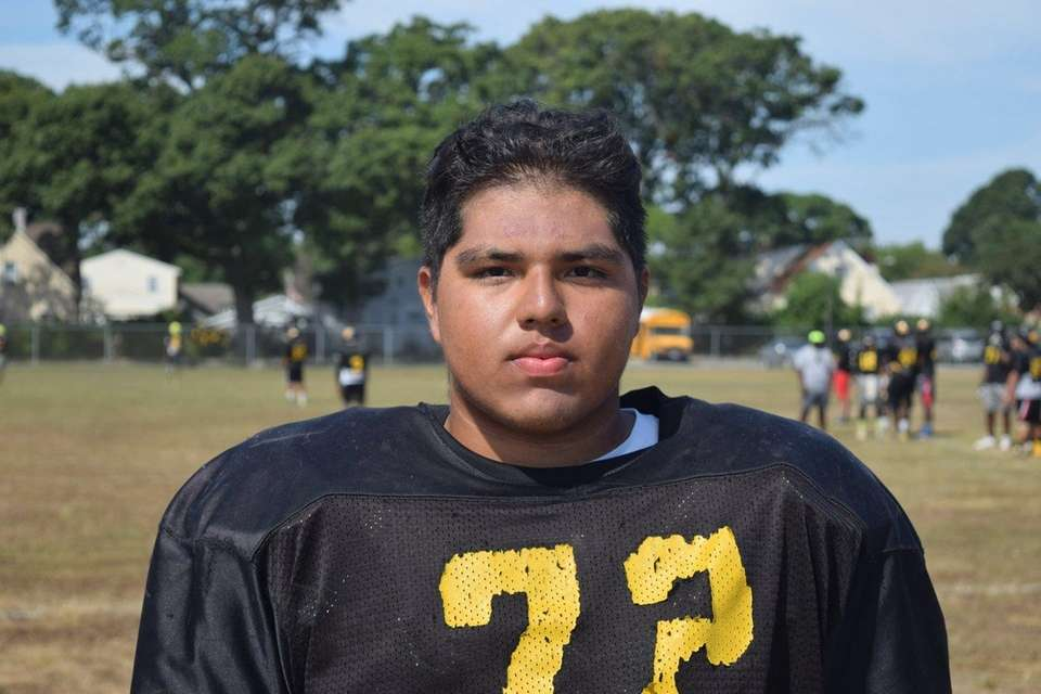 MAGIN SARAVIA Uniondale, OL/DL, Sr. Quick with excellent