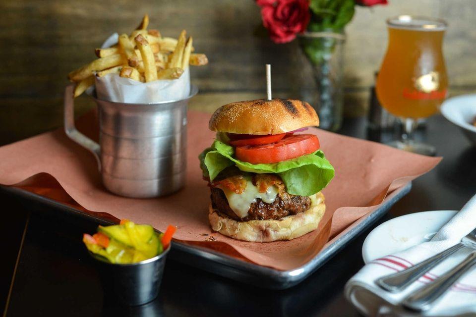 American Beauty Bistro, Massapequa: The savory Bistro Burger