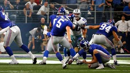 Giants kicker Randy Bullock (5) boots an extra