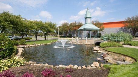 A fountain near the Islandia Shopping Center on